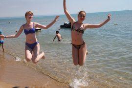 Воздушно-водные процедуры на пляже_